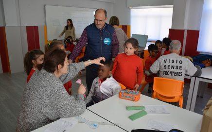 Balearia, Visió sense fronteres y Aportem posibilitan revisiones oftalmológicas a niños del Marítimo